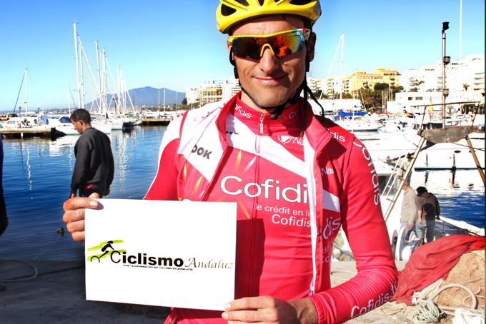 Maté posa con el logo de Ciclismo Andaluz.