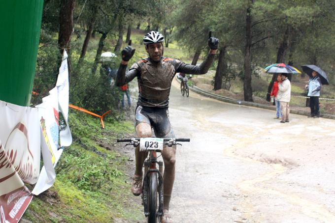 David Valero vence en el GP Villa de Albolote