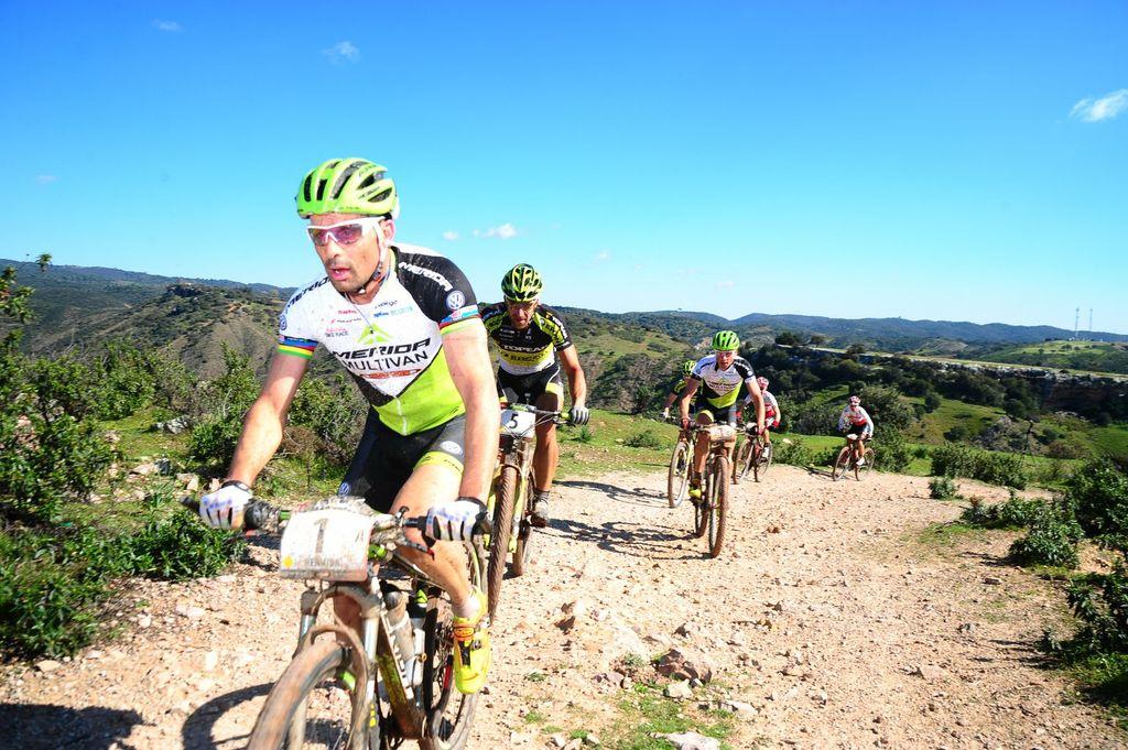 Foto del grupo delantero. Andalucía Bike Race.