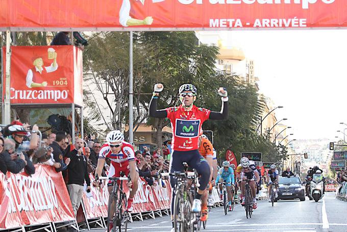 Alejandro Valverde consigue la victoria al sprint en el Rincón de la Victoria. Foto: Ciclismo Andaluz