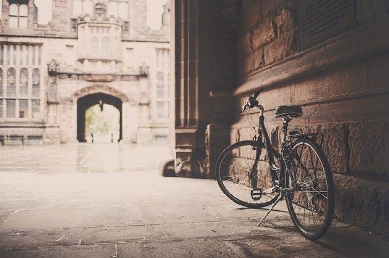 ¿Cuál es la multa por llevar auriculares en bicicleta?